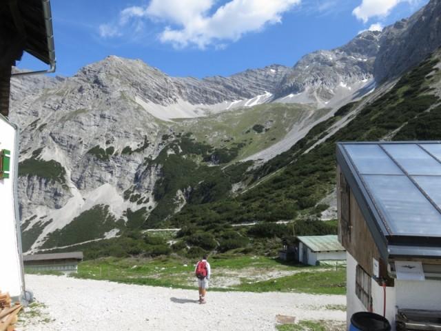 Die Sonntagskarspitze links und der Verbindungsgrat zur Hinteren Bachofenspitze von der Pfeishütte aus