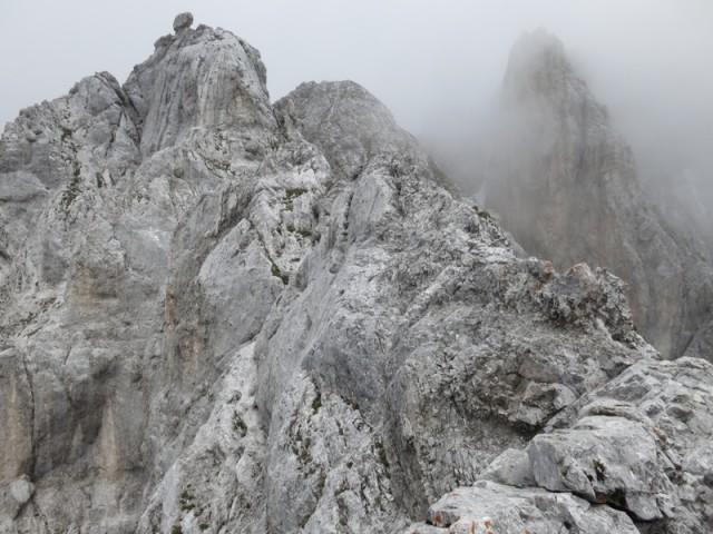 nun der anregende Grat mit dem Sprung und der glatten Wand am Ende, kurz unterhalb des Steinkopfes; alles nicht sehr schwierig