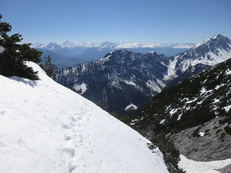 knapp nach dem Lawinengraben die letzten Meter auf kompakter Schneedecke