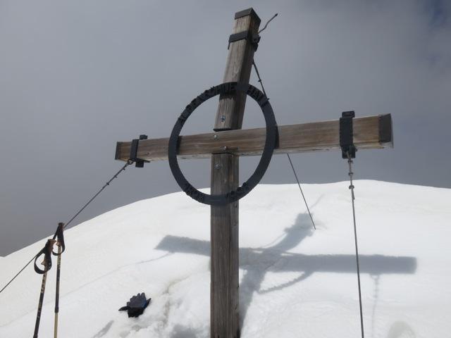 das Gipfelkreuz des Kleinen Lafatscher am 17. Mai 2015