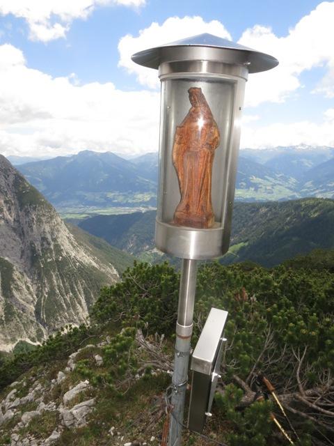 Gipfelkreuz auf dem Plateau der Huderbank, 1.941m