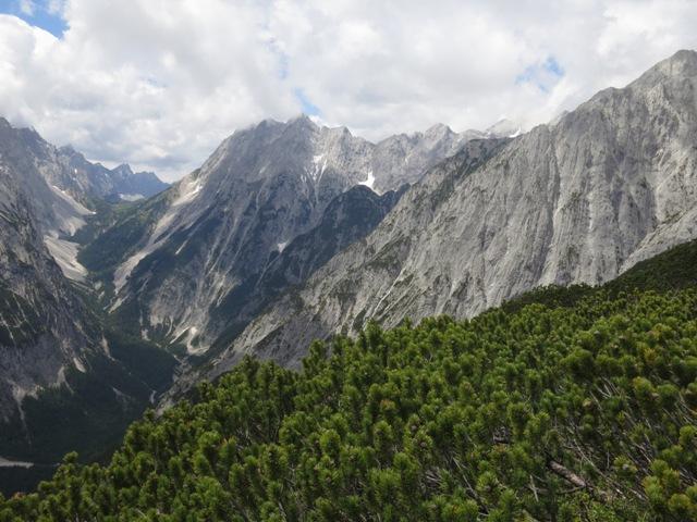 Das Vomperloch mit den umrahmenden Gipfeln der beiden Karwendelketten
