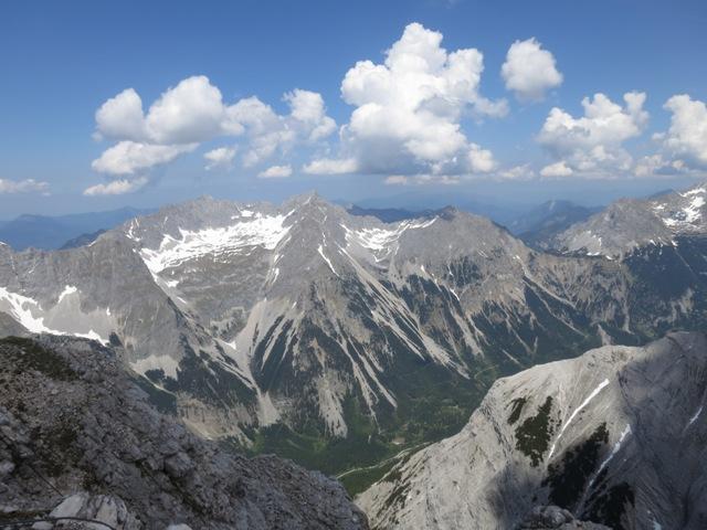 Blick nach Nordosten von der Pleisenspitze