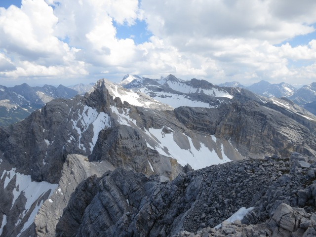 Blick auf die Hinterautal - Vomper Kette von der Pleisenspitze