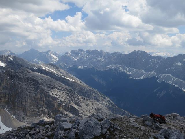 Blick zum Lafatscher Joch mit östlich davon Speckkarspitze und Bettelwurf, westlich davon die Lafatscher, Hintere Bachofenspitze und die mächtige Praxmarerkarspitze
