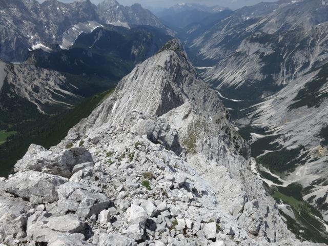 Blick von der höheren Hallerangerspitze zurück