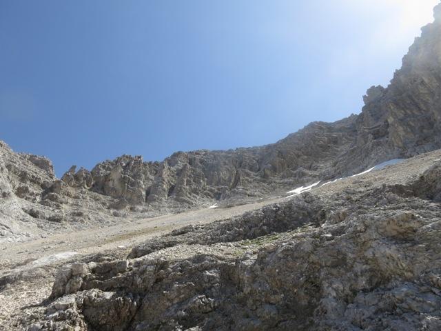 beim Queren der Felsrippen kommt uns nochmals die Idee den Rigelkargrat an passender Stelle zu erreichen und es klappt auch