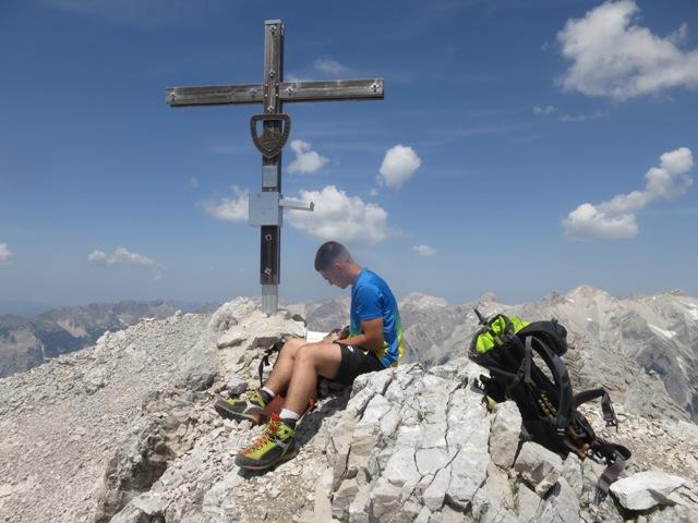 schönes Gipfelkreuz der Mittleren Jägerkarspitze