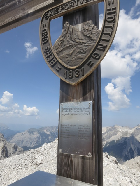 auch die Gönner sollen erwähnt werden, tolles Gipfelkreuz und -buch!