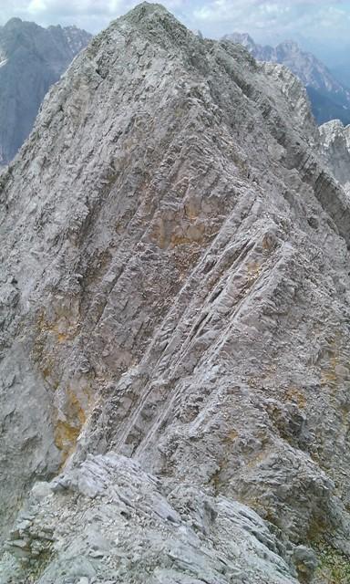 Blick hinab zu Scharte mit der Störzone im Abstieg