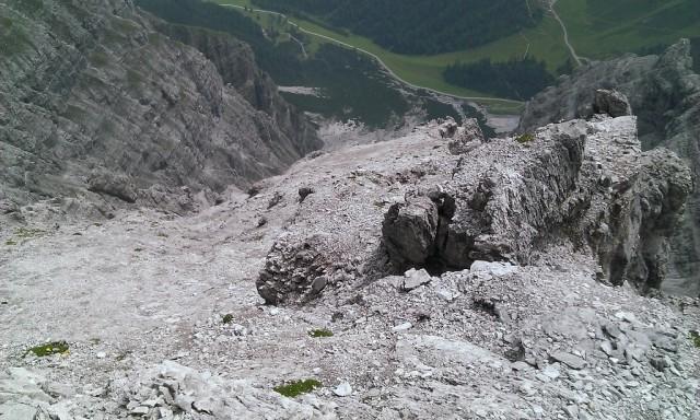 Absteigsroute von der Riepenwand zum Geröllband, links neben mir die Gaskanone der Bergbahnen