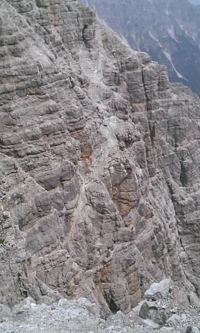 Geröllband von der Flanke des Aufstieges zur Seespitze aus gesehen; so extrem wie es von dort erscheint ist es aber doch nicht