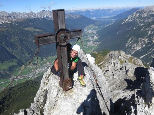 nach wenigen Minuten bereits am Gipfel des Nördlichen Elferturmes, das von einem ehrwürdigen Kreuzchen geziert wird