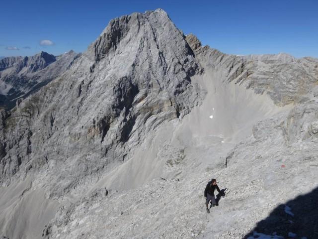 König Bettelwurf zeigt seine Größe (der orange Rücken ist P2.635m und ein anstieg auf das Osteck (auch von uns auf diesem Blog beschrieben)