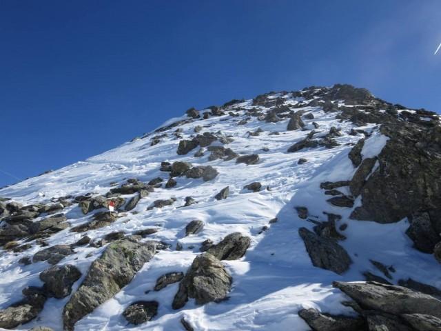 nach einem kleinen Sattel meint man fast am Gipfel zu sein, sieht aber nichts