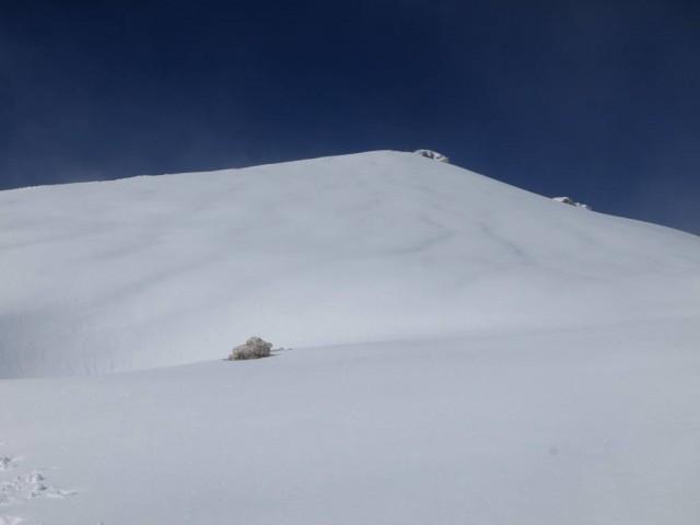 die Hänge des Gipfelaufbaues schifahrerisch fast jungfräulich