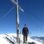 Gipfelkreuz in voller Höhe