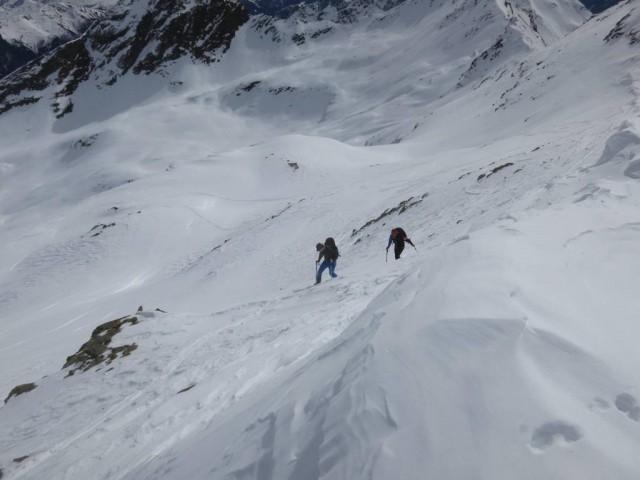 Zachi und Christian rechts vom Grat zur Ellesspitze