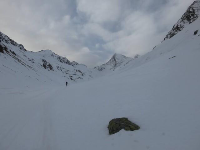 das Ziel nun im Hintergrund sichtbar. Ein toller Anblick dieser mächtige Berg