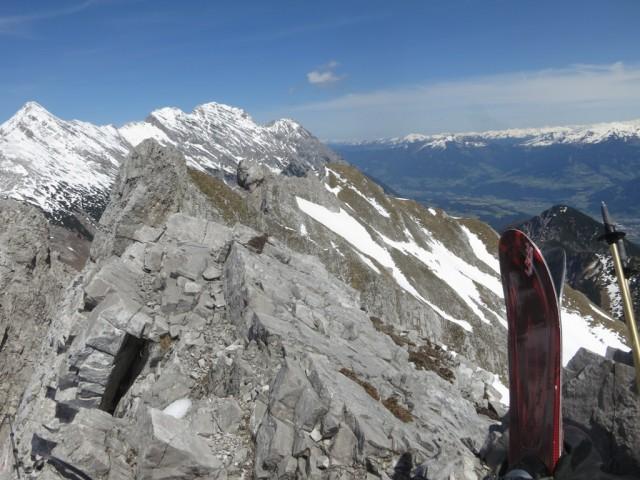 Blick von der Pfeiserspitze zur Lattenspitze