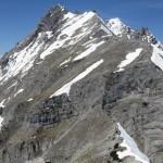 die Tratten vom Hundskopf aus; gleich in der ersten Verschneidung am Weg zur Trattenspitze noch ein mächtiges Schneefeld