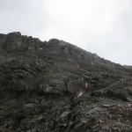 der Gipfelaufbau und die Aufstiegsroute nun im Wechsel zum Tonschiefer