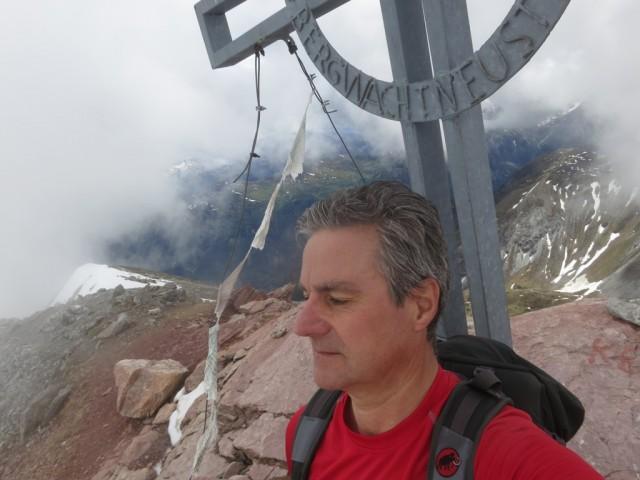 Touristen am Gipfelkreuz