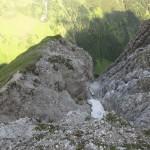 Schluchten aus schlechtem Dolomit wechseln mit festem Fels