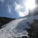 Simon in den Restschneefeldern (sie sind leichter zu nehmen als der weiche lettige Quarzphyllit