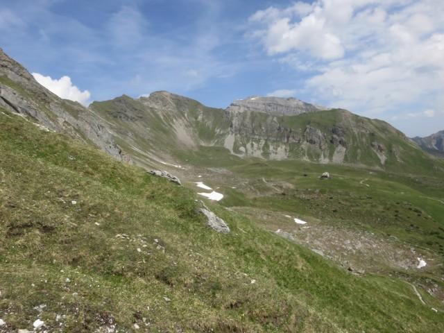 Padasterjochhaus im Kessel, dahinter Grat zwischen Wasenwand und Foppmandl