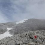 der von plattigin Dolomiten geprägte flache Rücken des Gipfelplatteaus
