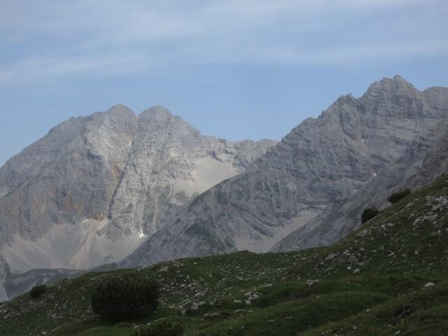 ein erster Blick auf das Ziel, 150m unterhalb des Stempeljoches mitten in der Pfeis
