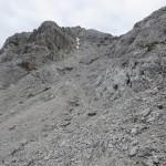restlicher Gipfelweg, rechts davon hinauf zum schönen Grat