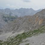 den grünen RÜcken besteigt man auf den Südgrat. Man sollte ihn nicht zu südlich angehen, hier sieht man die optimale Aufstiegsroute im begrünten Fels