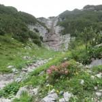 unweit der Abzweigung desteiges ins Kaskar der kleine Wasserfall am Weg in die Pfeis