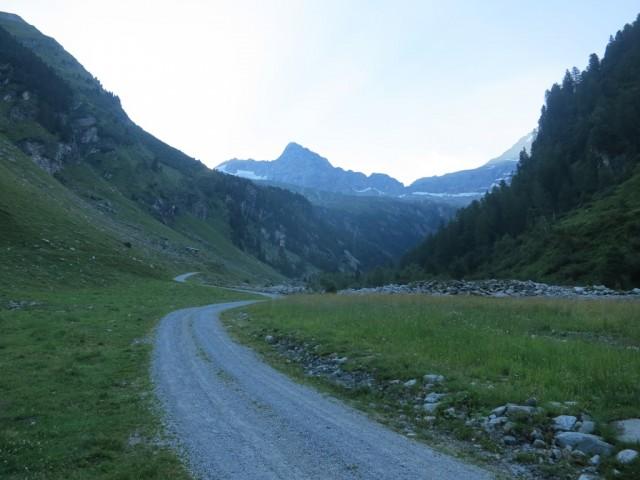 Fahrstraße zu den Almen und der Geraer Hütte