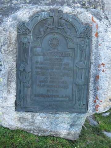 Denkmal Schaefferstein, man beachte die kunstvolle Umrahmung der Innschrift