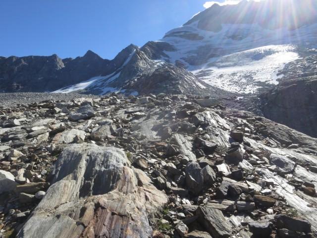 im Bereich der Gletscherzunge, hier verliert sich der Steig, Steinmandln und Logik weisen den Weg