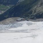 die harmonisch eingefügten Infrastrukturanlagen des Gletscherschigebietes