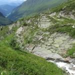 der Gletscherbach, eingefräst in eine Schlucht im Laufe der Jahrtausende