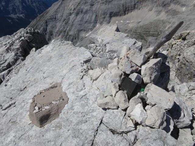 das ehemaliger Gipfelkreuz der Kaltwasserkarspitze