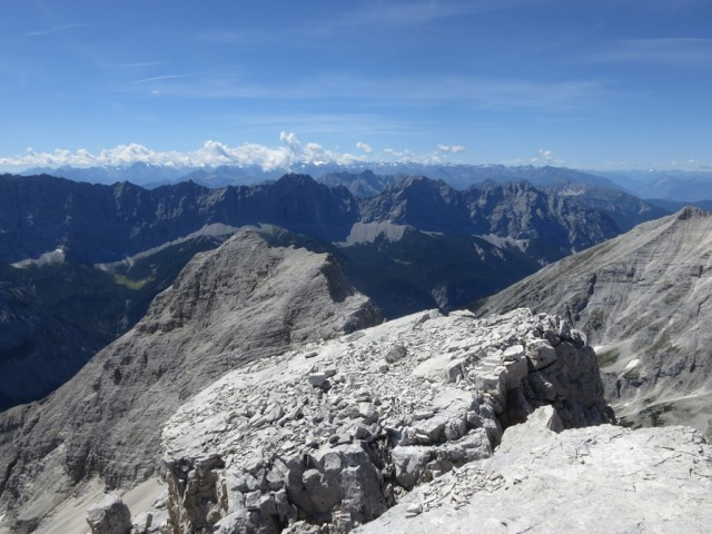 Blick auf die Gipfel des westlichen Teiles der Gleirsch-Halltal-Kette