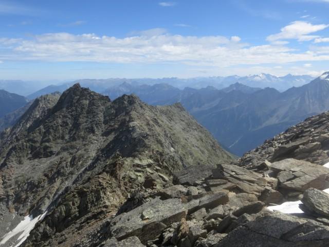 Gratüberschreitung zur Östlichen Knotenspitze links vom Grat hinten