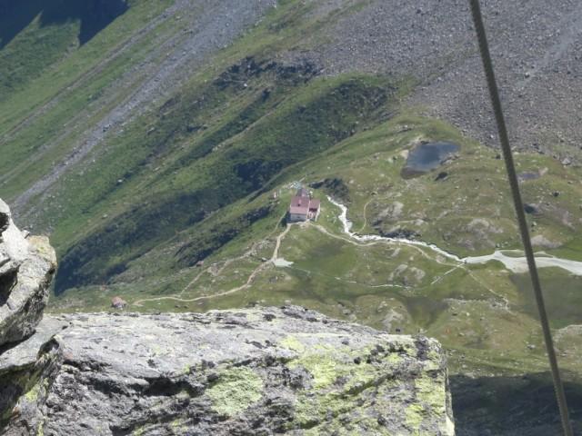 Tiefblick von der Kreuzspitze zur Regensburgerhütte
