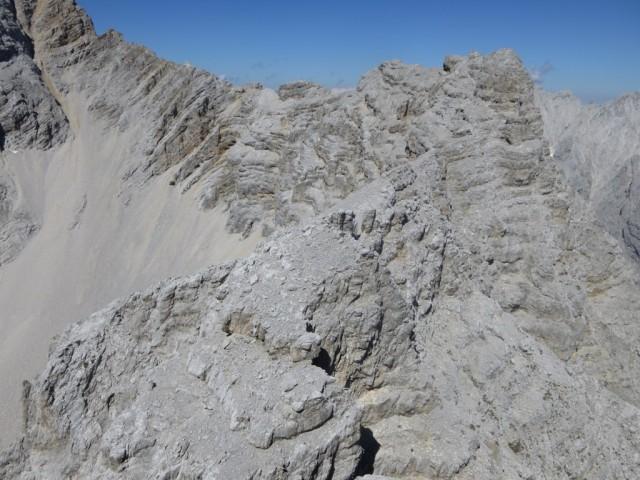 weiterer Gratverlauf nach dem ersten Kopf, nordwestlich der Fallbachkarscharte
