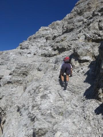 Aufstieg in der südseitigen Flanke des höchsten der Fallbachkartürme