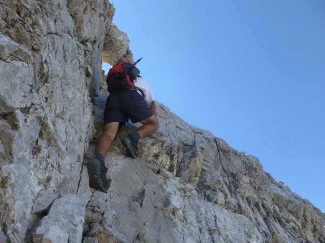 Andi beim Aufsteig aus der Nordseite auf den Grat der Fallbachkartürme