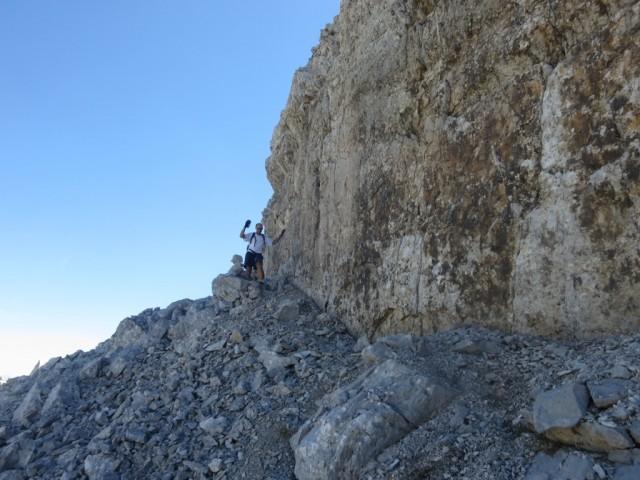 Andi unter der Wand mit der Aufstiegsrinne dahinter