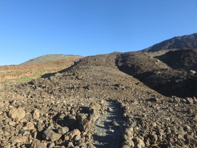 Aufstiegsroute über ein erstes Lavafeld geführt