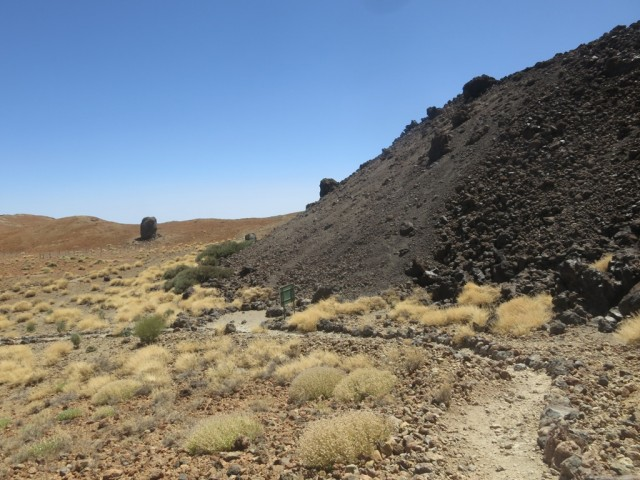 """die mittelalterlichen Lavaströme vom Teide und """"rolling stones"""" darunter am Montana Blanca"""